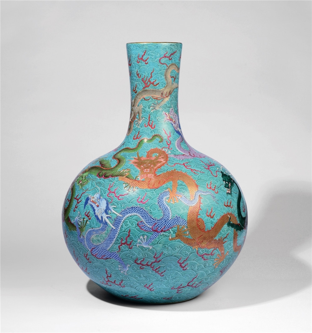 A rare chinese famille rose vase sold for rmb 115m despite flaw the sale was led by a famille rose nine dragon vase tianqiuping from the qianlong period the robustly potted globular body rising from a recessed base reviewsmspy