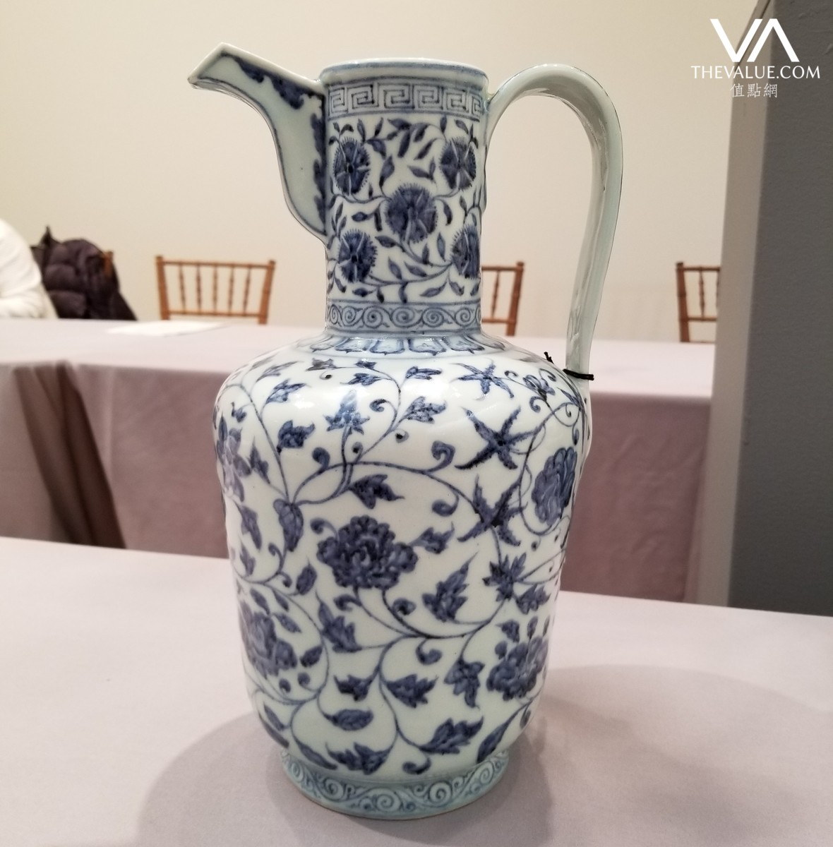 Us313m xuande blue and white ewer leads ming luminous dawn of an blue and white ewer inscribed with a six character xuande mark in the base carried an estimate of us600000 800000 reviewsmspy